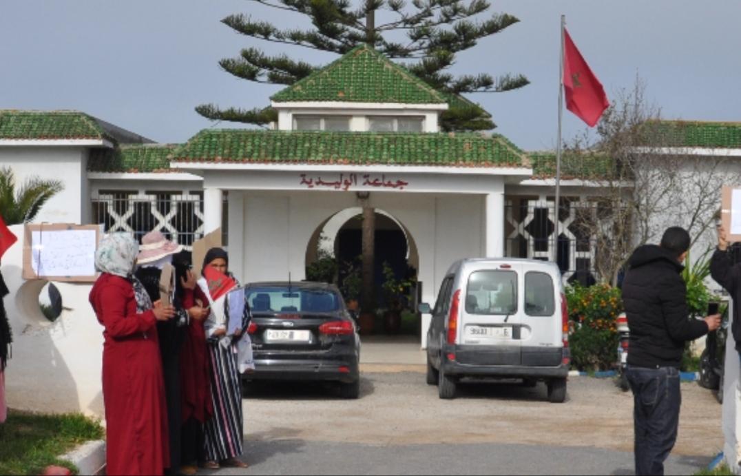 مواطنون يحتجون على مجلس جماعة الوليدية بحضور مفتشي وزارة الداخلية