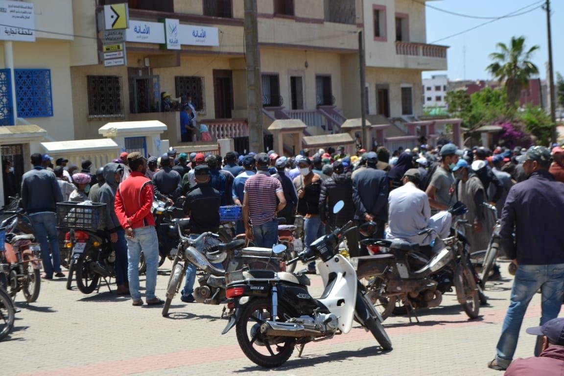 اكتظاظ خطير للمستفيدين من الإعانات المالية بمدينة الزمامرة