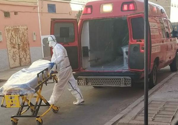 عاجل.. سيارة للإسعاف تعيد نقل استاذ آزمور المصاب بكورونا من منزله الى المستشفى الإقليمي بالجديدة