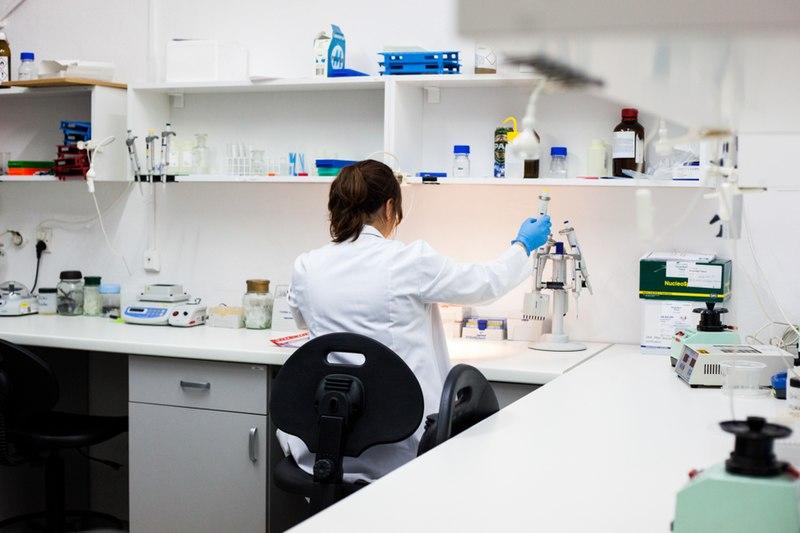 سلطات الجديدة تسارع الزمن لافتتاح مختبر طبي للكشف عن فيروس كورونا بعاصمة دكالة