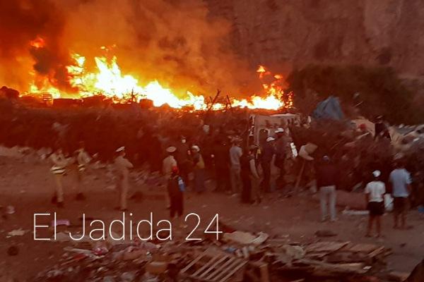 بالصور.. السلطات تدمر وتحرق عشرات البراريك قرب حي الغزوة بالجديدة