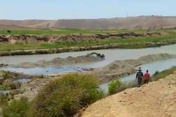 مواطنون يطالبون برفع الضرر من شركة لاستخراج الحصى من وادي أم الربيع بمنطقة اولاد فرج