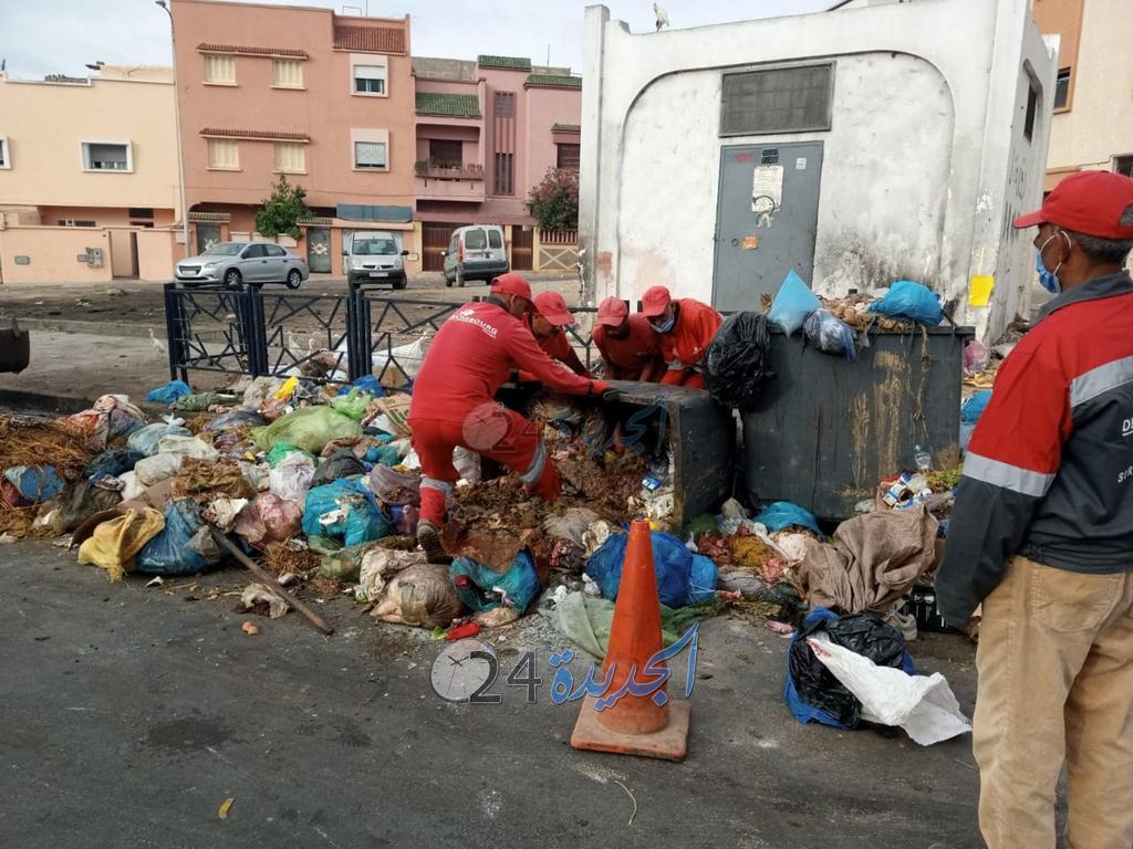 عمال النظافة بالجديدة.. جنود خفاء يسهرون على نظافة البيئة خلال عيد الأضحى المبارك