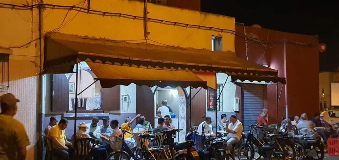 مقهى ''فيخرة '' أشهر مقهى شعبي للشاي المنعنع والقهوة المعطرة بالجديدة