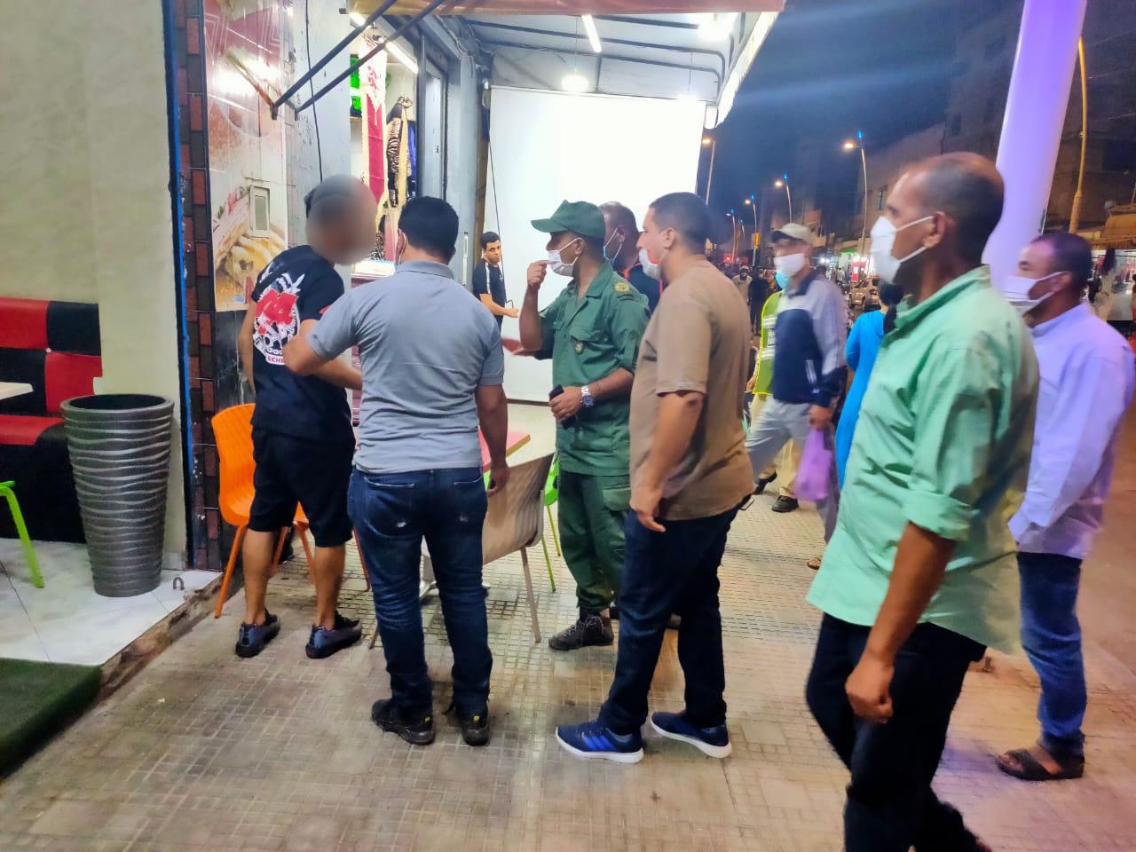 سلطات أزمور تشن حملة ليلية لتنفيذ قرارات الاغلاق في العاشرة مساء