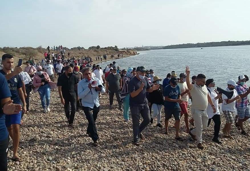 بالصور .. تنظيم مسيرة حاشدة بآزمور للمطالبة بانقاذ نهر أم الربيع