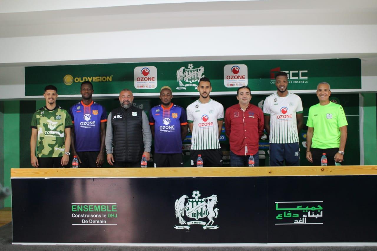 فريق الدفاع الحسني الجديدي يقدم لاعبيه الجدد