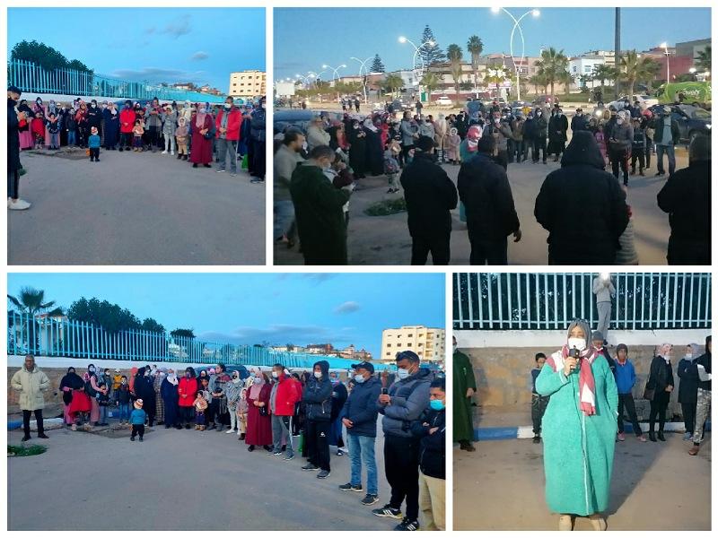 وقفة احتجاجية أمام المستشفى المحلي بازمور  تنديدا بسوء الخدمات الصحية