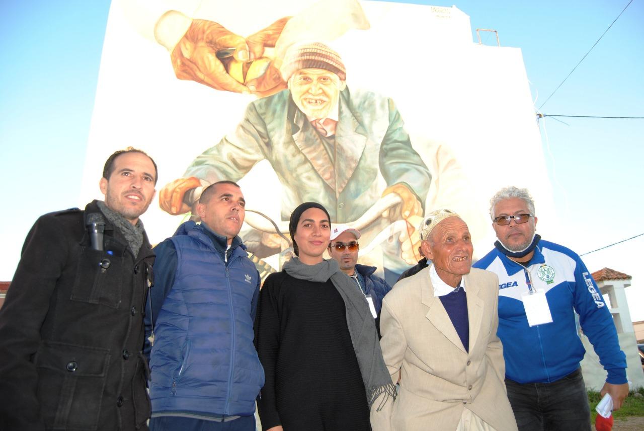 جمعية القصبة للتنمية والتراث بالوليدية تنظم حفل تكريم لأقدم بائع فواكه البحر وفعاليات أخرى