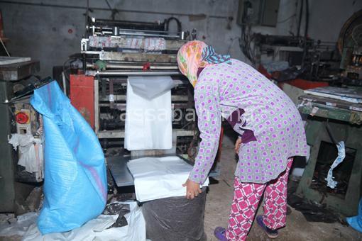 درك سيدي إسماعيل يداهم معملا سريا للأكياس البلاستيكية المحظورة صناعتها وترويجها