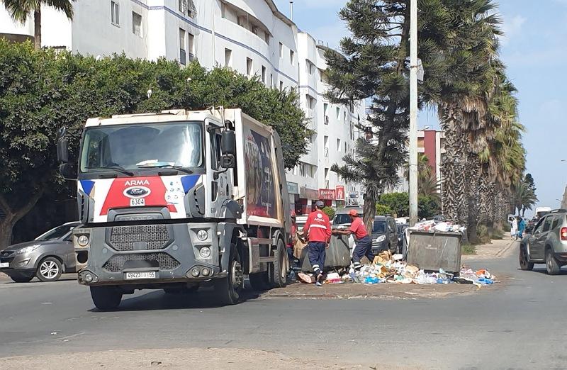 بوادر انفراج في أزمة النظافة بالجديدة.. إعادة تشغيل جميع الشاحنات المعطلة والشركة ستبدأ جمع النفايات خلال فترة الليل