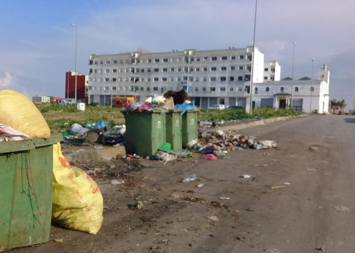 ساكنة مدينة البئر الجديد تتهم شركة النظافة بالتقصير في عملها وتحمل رئيس الجماعة المسؤولية