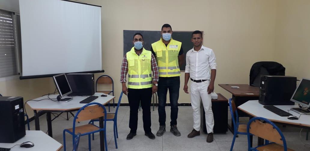 شركة نوفاسيم لبناء معمل الإسمنت بأولاد غانم تهدي حواسيب لثانوية المسيرة التأهيلية