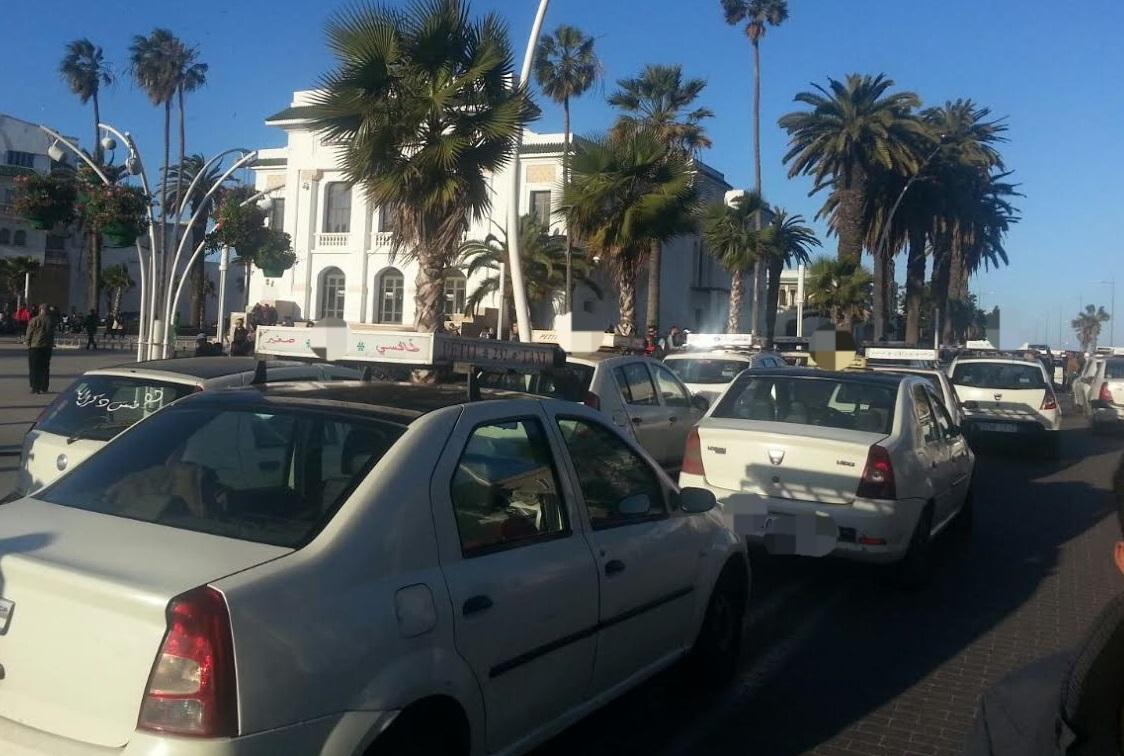 سيارات أجرة صغيرة تجوب شوارع مدينة الجديدة بدون وثائق قانونية